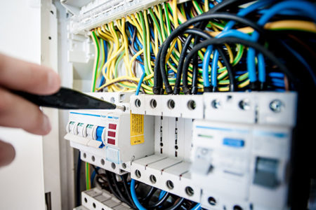 How To Choose A Perfect Emergency Electrical Service?